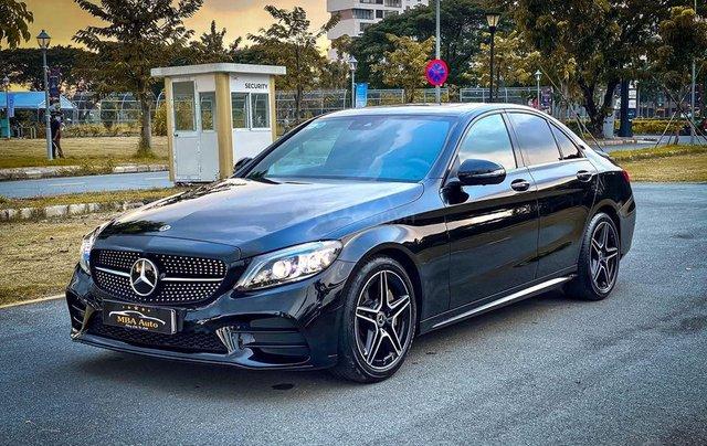 Bán Mercedes C300 AMG năm sản xuất 2019 màu đen, nội thất nâu0