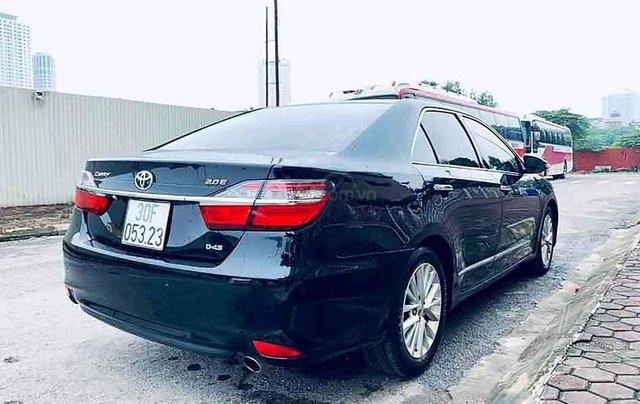 Bán Toyota Camry 2.0E năm 2018, màu đen, 865 triệu2
