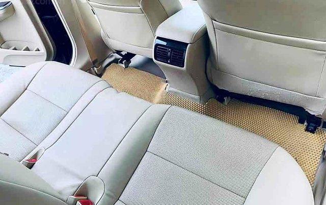 Bán Toyota Camry 2.0E năm 2018, màu đen, 865 triệu4