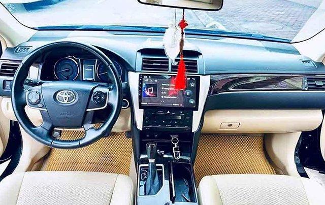 Bán Toyota Camry 2.0E năm 2018, màu đen, 865 triệu3
