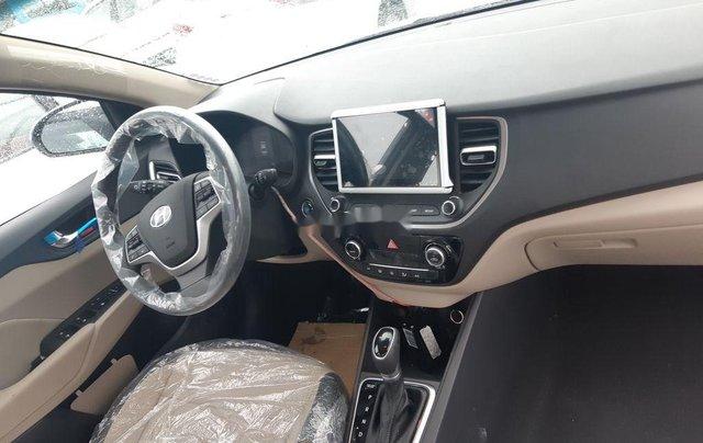 Cần bán xe Hyundai Accent 2021, màu trắng, giá tốt8