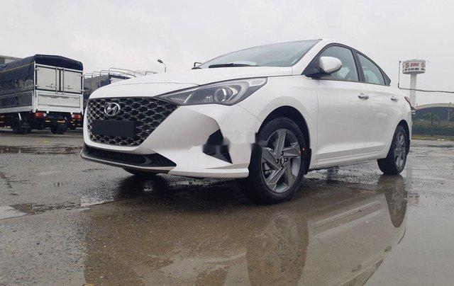 Cần bán xe Hyundai Accent 2021, màu trắng, giá tốt1