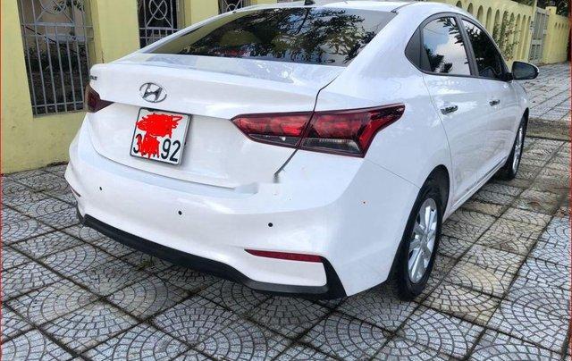 Bán Hyundai Accent đời 2018, màu trắng chính chủ1