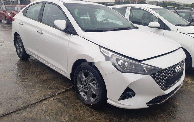 Cần bán xe Hyundai Accent 2021, màu trắng, giá tốt10