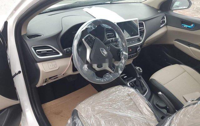 Cần bán xe Hyundai Accent 2021, màu trắng, giá tốt2