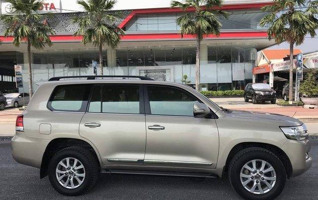 Bán Toyota Land Cruiser năm sản xuất 2015, nhập khẩu nguyên chiếc còn mới7