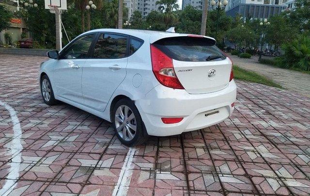 Cần bán Hyundai Accent đời 2014, màu trắng chính chủ3