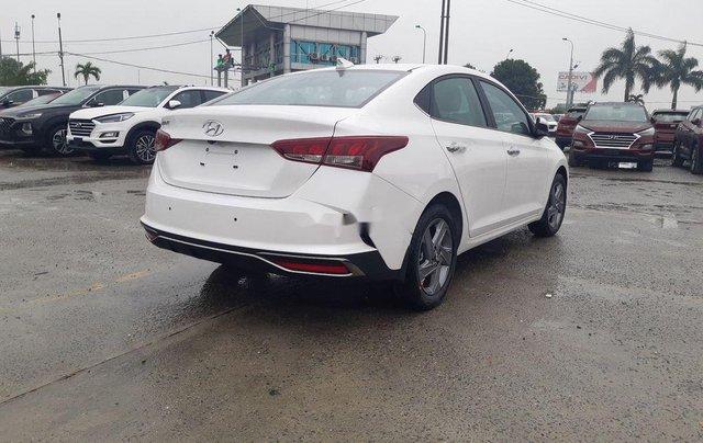 Cần bán xe Hyundai Accent 2021, màu trắng, giá tốt3