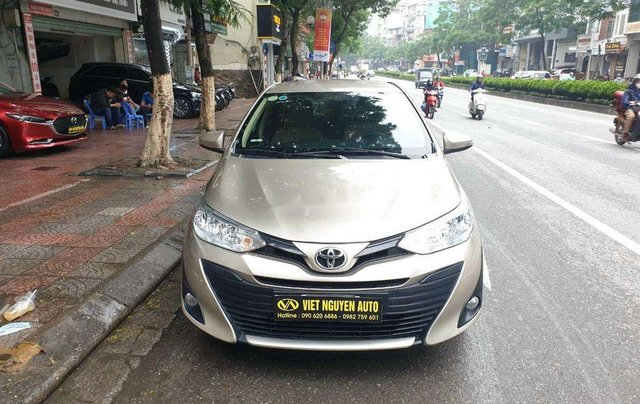 Cần bán Toyota Vios đời 2019, màu vàng cát0