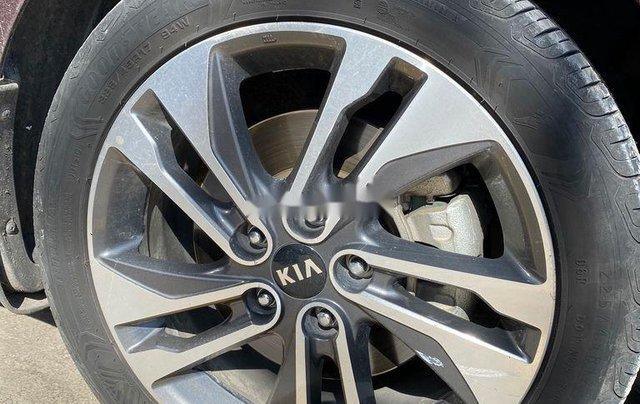Cần bán Kia Rondo sản xuất năm 2017, xe nhập còn mới3
