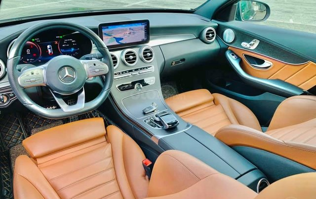 Mua xe giá thấp với chiếc Mercedes-Benz C300 AMG đời 2020, giao nhanh6