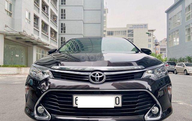 Bán xe Toyota Camry 2.0E đời 2017, màu đen0