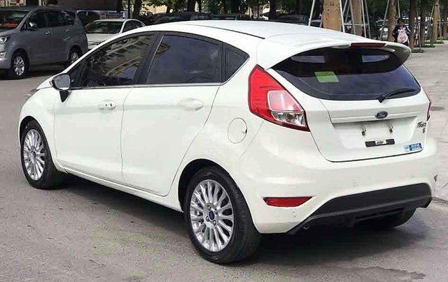 Cần bán lại xe Ford Fiesta sản xuất 2016, màu trắng còn mới1