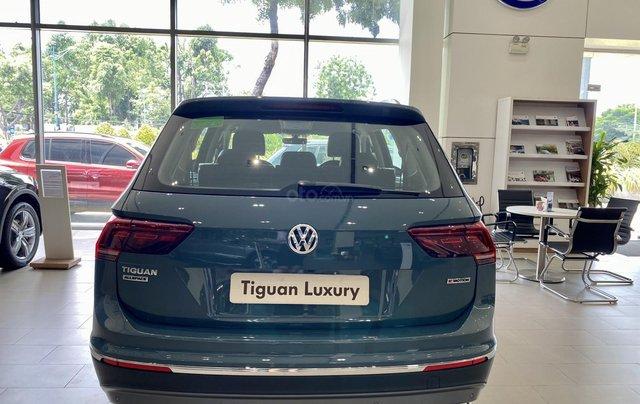 Tiguan Luxury màu xanh Petro khuyến mãi trước bạ 120 triệu + nhiều quà tặng phụ kiện chính hãng. Giao ngay1