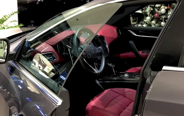 Hỗ trợ mua xe giá thấp với chiếc Maserati Ghibli sản xuất năm 2020, giao nhanh toàn quốc3