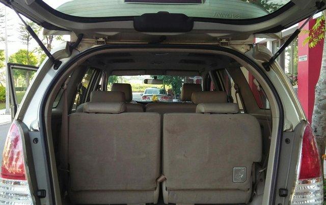 Chính chủ bán Toyota Innova sản xuất năm 2009, số tự động, màu vàng, giá tốt3