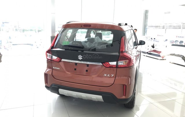 Suzuki Quận 12 giảm giá xe XL7 màu cam lên đến 20 triệu LH ngay, lãi suất 0%6