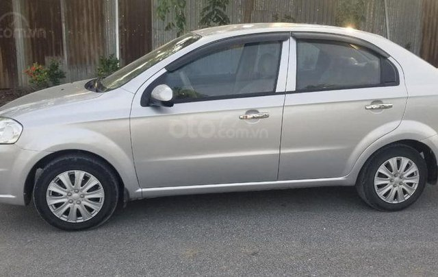 Bán gấp chiếc Hyundai Gentra đời 2010, xe giá thấp, động cơ ổn định2