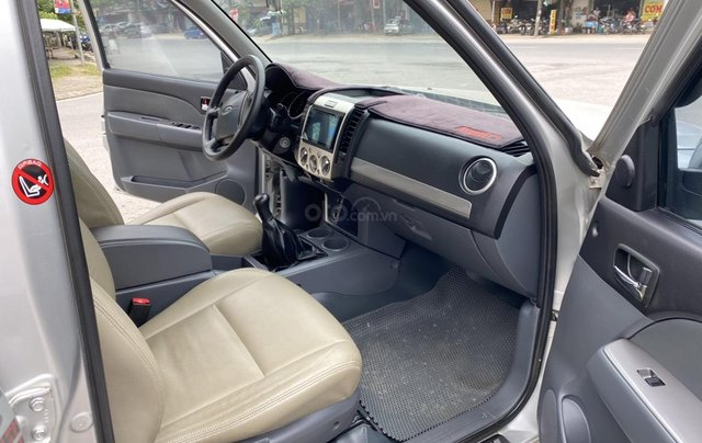 Ford Everest 2.5L 4x2MT đời 2014, màu bạc, mày dầu, số tay, 1 chủ từ mới, không lỗi nhỏ, sơn zin cả xe6