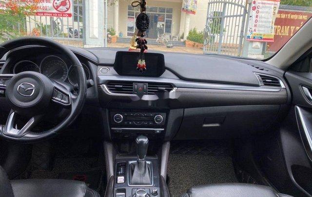 Cần bán lại xe Mazda 6 đời 2017, màu đen, giá 700tr1