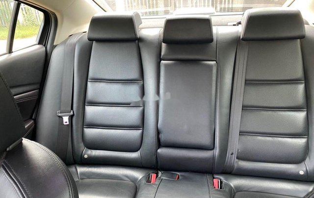 Cần bán lại xe Mazda 6 đời 2017, màu đen, giá 700tr2