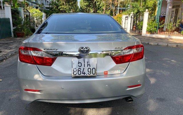 Cần bán lại xe Toyota Camry đời 2013, màu bạc1