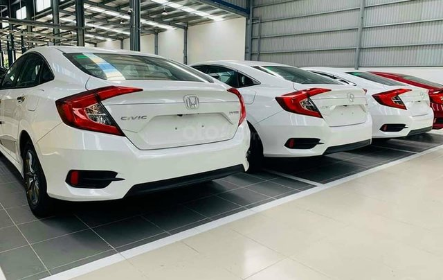 Cần bán xe Honda Civic 1.8E đời 2020, màu trắng2