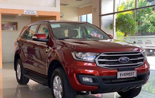 Ford Everest Ambiente AT màu đỏ giảm 130 triệu giao ngay liên hệ Cát0