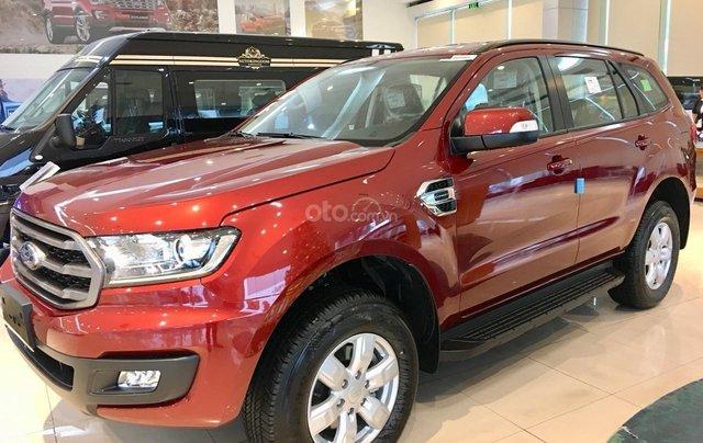 Ford Everest Ambiente AT màu đỏ giảm 130 triệu giao ngay liên hệ Cát1