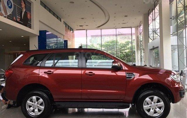 Ford Everest Ambiente AT màu đỏ giảm 130 triệu giao ngay liên hệ Cát3
