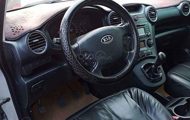 Cần bán Kia Carens năm 2011, màu bạc, giá tốt1
