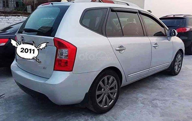 Cần bán Kia Carens năm 2011, màu bạc, giá tốt2