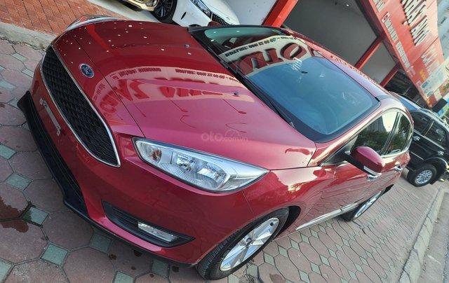 Mới về Ford Focus 2017 bản Hatchback màu đỏ chạy 20 000km km siêu đẹp1