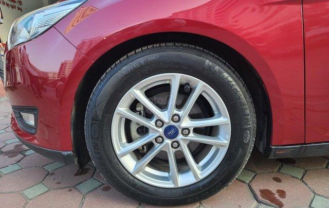 Mới về Ford Focus 2017 bản Hatchback màu đỏ chạy 20 000km km siêu đẹp6