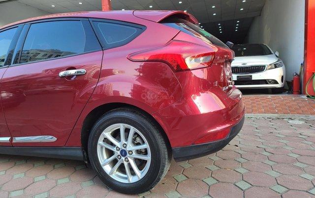 Mới về Ford Focus 2017 bản Hatchback màu đỏ chạy 20 000km km siêu đẹp5