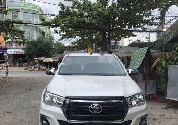 Cần bán Toyota Hilux đời 2018, màu trắng, nhập khẩu số tự động0