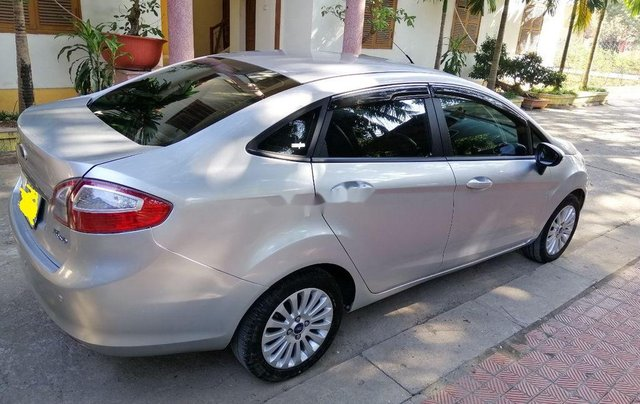 Bán xe Ford Fiesta sản xuất 2011 còn mới, giá 220tr2