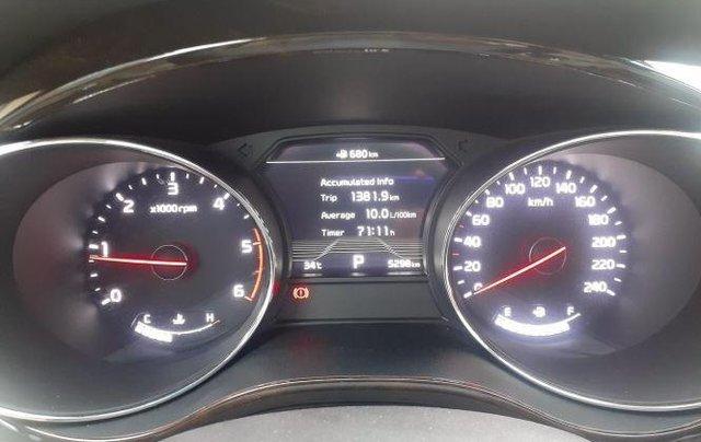 Xe Kia Sedona năm sản xuất 2020, màu trắng còn mới3
