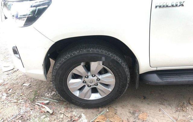 Cần bán Toyota Hilux đời 2018, màu trắng, nhập khẩu số tự động3
