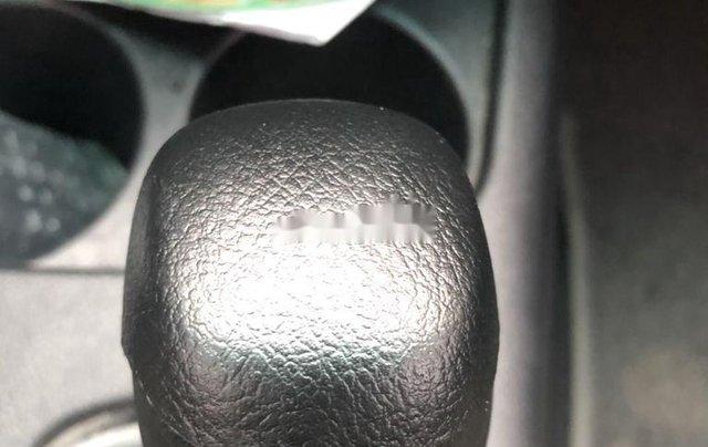 Cần bán gấp Toyota Hilux sản xuất 2018, màu trắng số tự động8