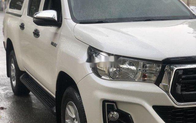 Cần bán gấp Toyota Hilux năm 2018, nhập khẩu Thái số tự động 1