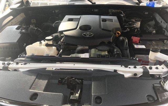 Cần bán Toyota Hilux đời 2018, màu trắng, nhập khẩu số tự động5