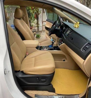 Xe Kia Sedona năm sản xuất 2020, màu trắng còn mới6