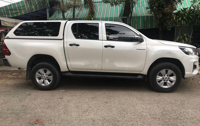 Cần bán Toyota Hilux đời 2018, màu trắng, nhập khẩu số tự động1