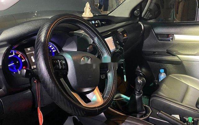 Bán ô tô Toyota Hilux sản xuất năm 2016, màu bạc, nhập khẩu nguyên chiếc số sàn6