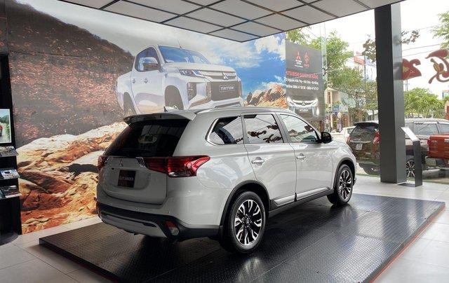 Mitsubishi Outlander giảm ngay 100% thuế trước bạ, khuyến mãi đặc biệt cuối năm, liên hệ ngay để được giá tốt nhất2