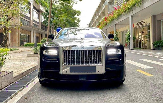 Xe chính chủ bán Rolls-Royce Ghost model 2011 màu đen nội thất kem, lăn bánh hơn 30000 km, nội thất như mới và nguyên bản0