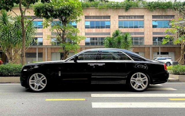 Xe chính chủ bán Rolls-Royce Ghost model 2011 màu đen nội thất kem, lăn bánh hơn 30000 km, nội thất như mới và nguyên bản1