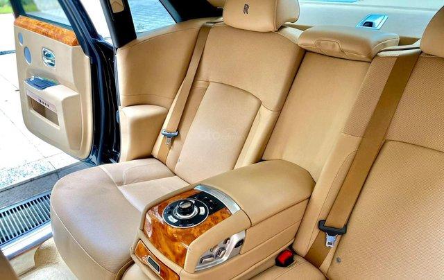 Xe chính chủ bán Rolls-Royce Ghost model 2011 màu đen nội thất kem, lăn bánh hơn 30000 km, nội thất như mới và nguyên bản11