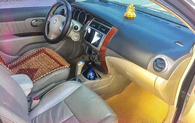 Bán ô tô Nissan Grand livina sản xuất năm 2011, màu xám, xe gia đình2